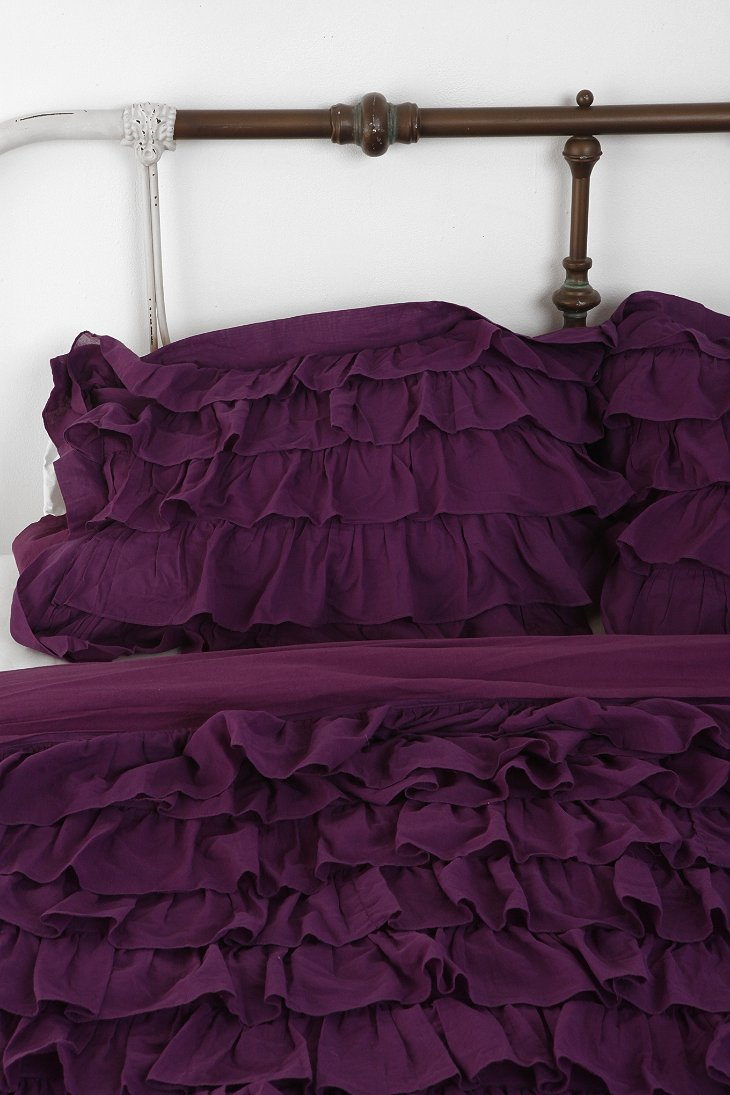 Plum Amp Bow Waterfall Ruffle Sham Set Urban Outfitters