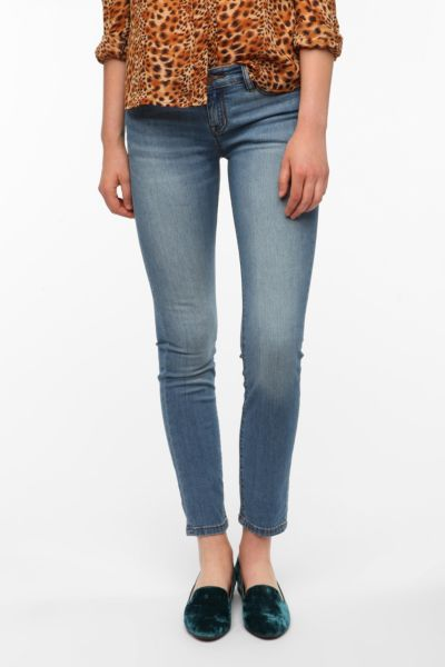 BDG Cigarette Mid-Rise Jean - Light Denim