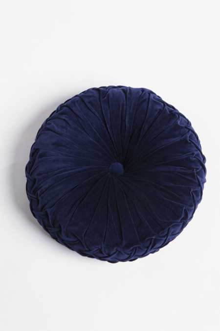 Round Pintuck Pillow