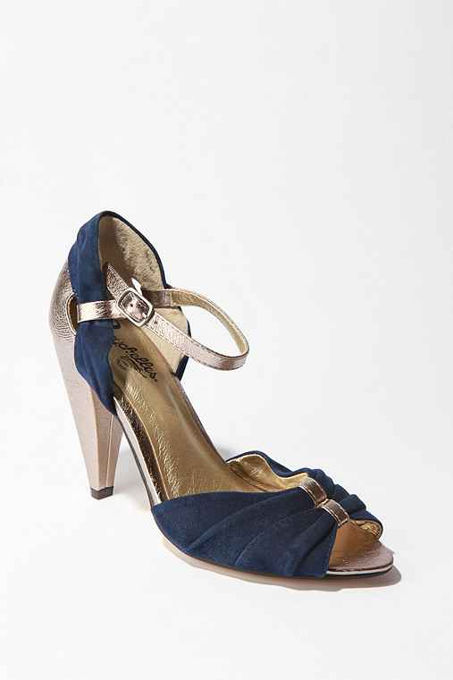 Seychelles Little Owl Heel :  suede leather cute metallic