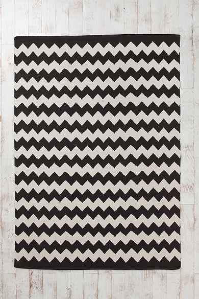 Black White Chevron Zigzag Rug From Urban Outfitters Rugs Floors