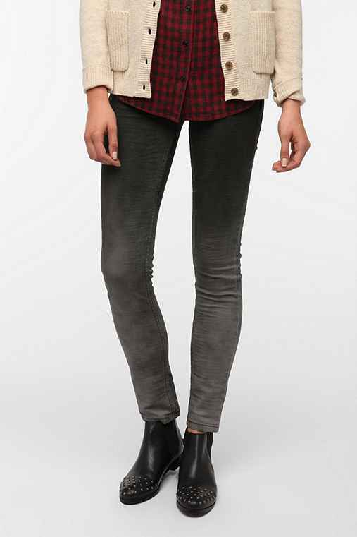 Levi's Low-Rise Twist Skinny Jean