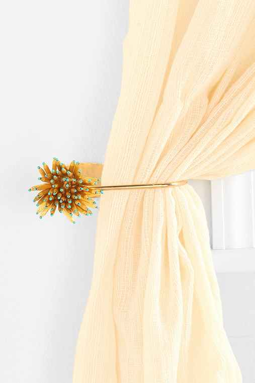 Anemone Curtain Tie-Back