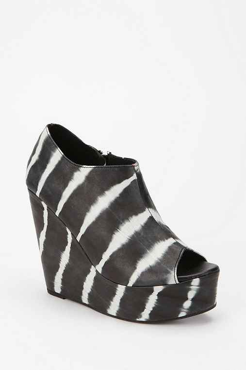 Shakuhachi Cutout Peep-Toe Wedge