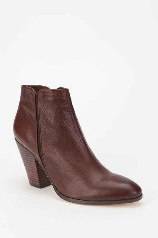 Dolce Vita Halle Leather Ankle Boot