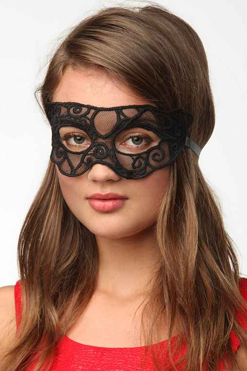 UO Lace Mask