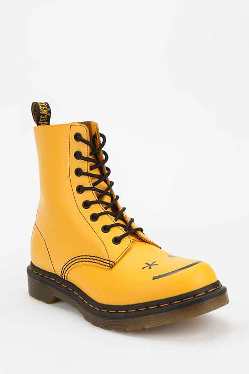 Dr. Martens Hinckley Smiley 8-Eye Boot