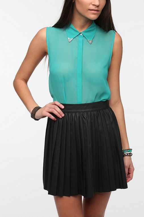 Sparkle & Fade Sleeveless Tipped Collar Blouse