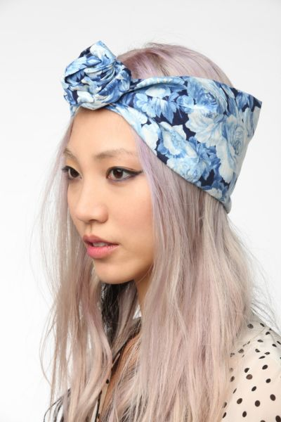 Cult Gaia Porcelain Rose Headwrap