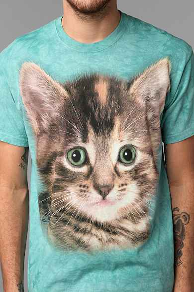Graphic tees urban outfitters for Lucky cat shirt urban outfitters