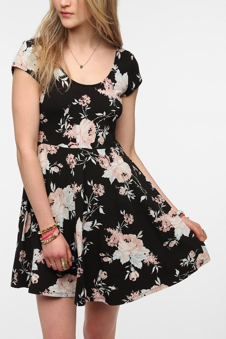 Kimchi Blue Knit Floral Skater Dress - Urban Outfitters