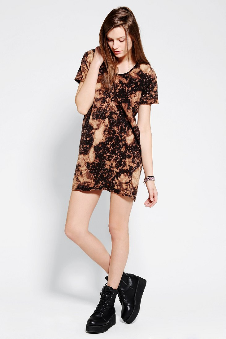 Bess x uo bleached out tee dress urban outfitters Urban outfitters bedroom lookbook