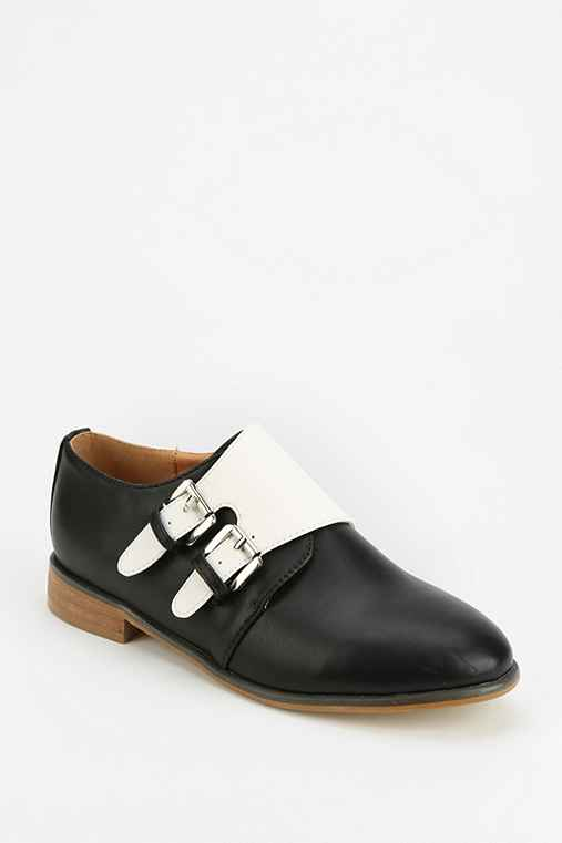 Cooperative Double-Buckle-Flap Oxford