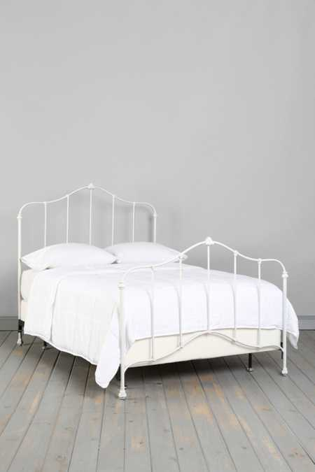 Plum & Bow Flora Bed