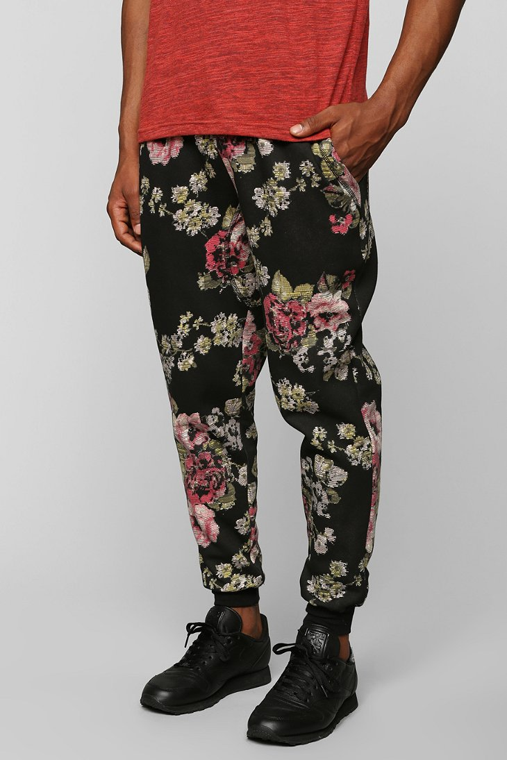 Soft-to-touch fabric will leave you feeling comfortable and fashionable all day. These maternity joggers feature an allover floral print with an elastic waist and hidden .