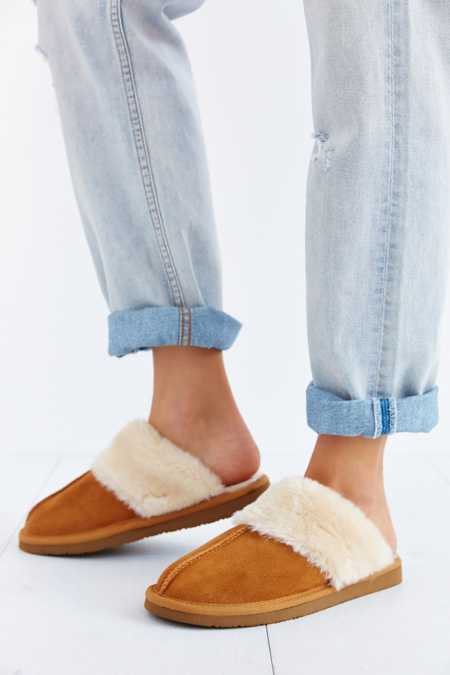 Minnetonka Chesney Slipper