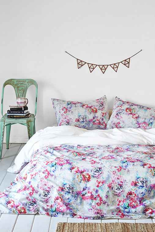 Plum Amp Bow Aria Floral Duvet Cover Urban Outfitters