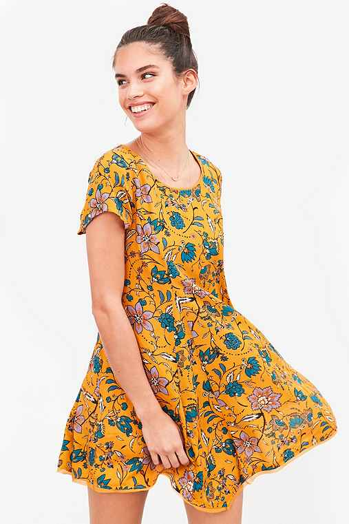 Silence + Noise Witchy T-Shirt Dress,YELLOW,M