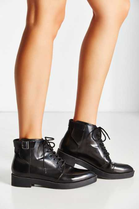 Pointy Toe Buckle Boot