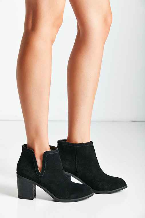 Maude Suede Ankle Boot - Urban Outfitters