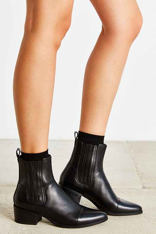 vagabond marja pointy toe chelsea boot urban outfitters. Black Bedroom Furniture Sets. Home Design Ideas