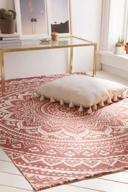 area rugs throw rugs urban outfitters. Black Bedroom Furniture Sets. Home Design Ideas