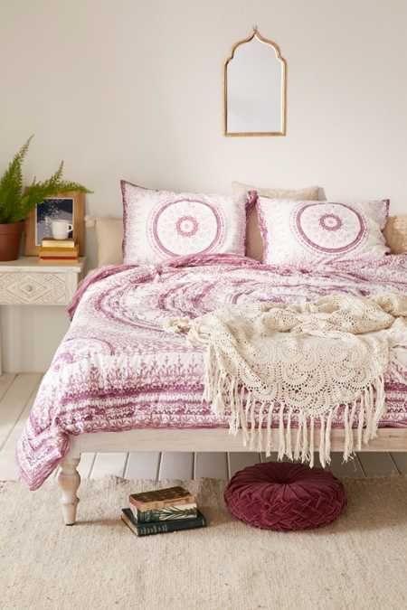 Plum & Bow Effie Medallion Comforter