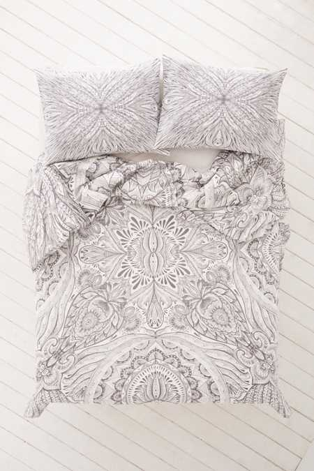 Plum & Bow Medallion Duvet Cover