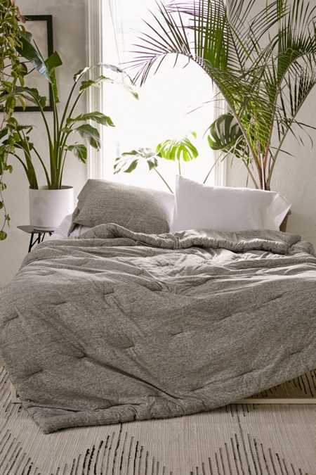 Comforters quilts blankets urban outfitters for Bedroom urban outfitters