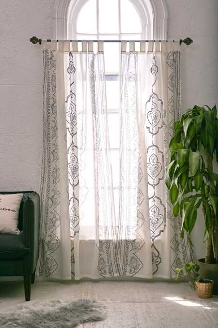 Plum & Bow Jazmin Embroidered Curtain