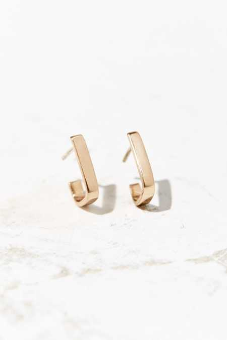 Upper Metal Class Square-Angle Open Hoop Earring