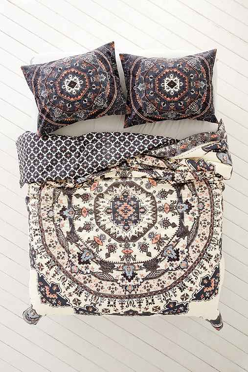 Magical thinking yaella medallion duvet cover urban for Housse de duvet