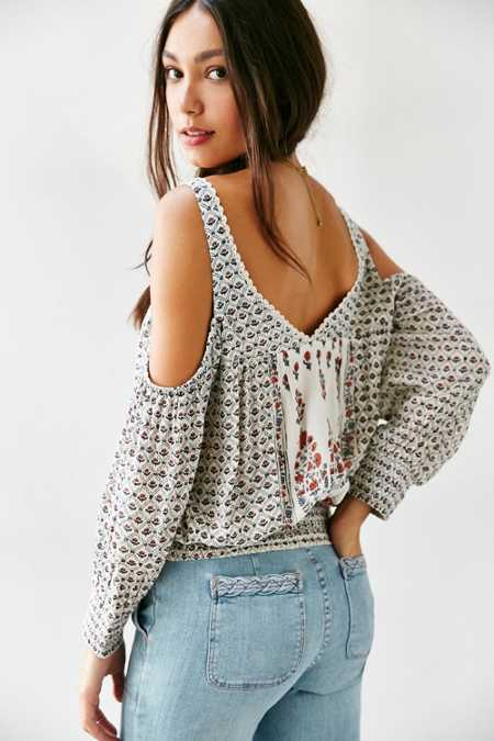 Ecote Tabby Modern Cold Shoulder Shirt