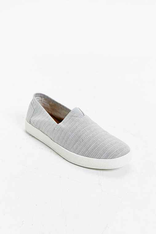 TOMS Avalon Slip-On Sneaker,GREY,9