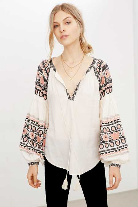 Ecote Silviana Embroidered Blouse