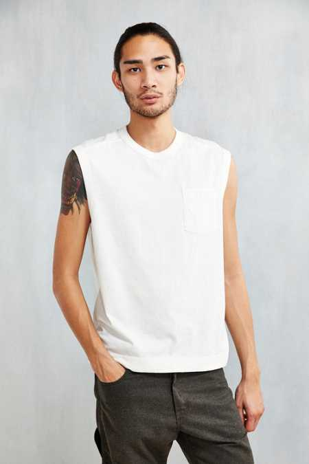 Feathers Field Muscle Tee