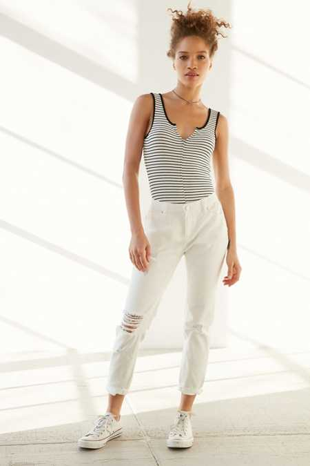BDG Slim Boyfriend Jean - Slashed White