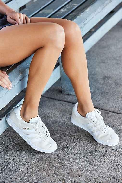 adidas Originals Gazelle Sneaker,IVORY,8.5