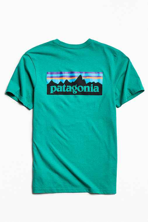 Patagonia P-6 Logo Pocket Tee,GREEN,L