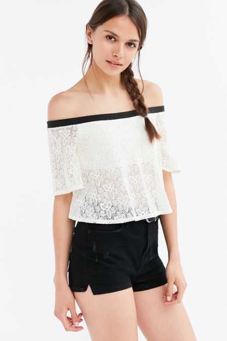 Kimchi Blue Rooney Ruffle Off-The-Shoulder Cropped Top
