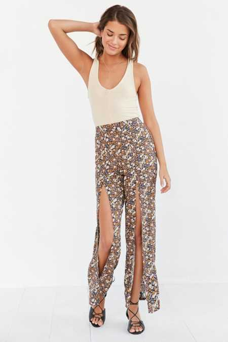 Ecote Fly-Away Printed Flare Pant