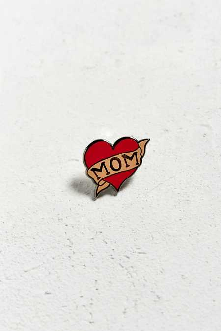 UO I Heart Mom Pin