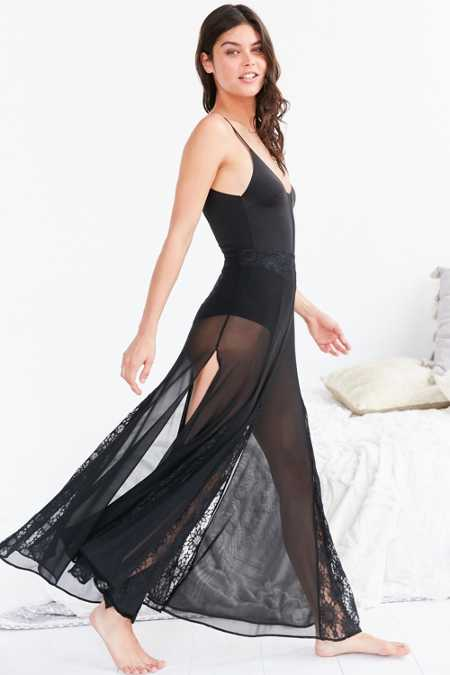 Out From Under Walk This Way Skirt Slip
