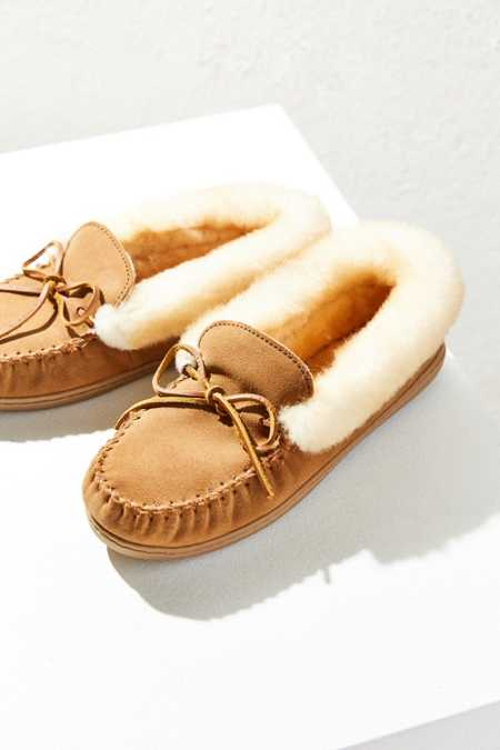 Minnetonka Alpine Sheepskin Moccasin