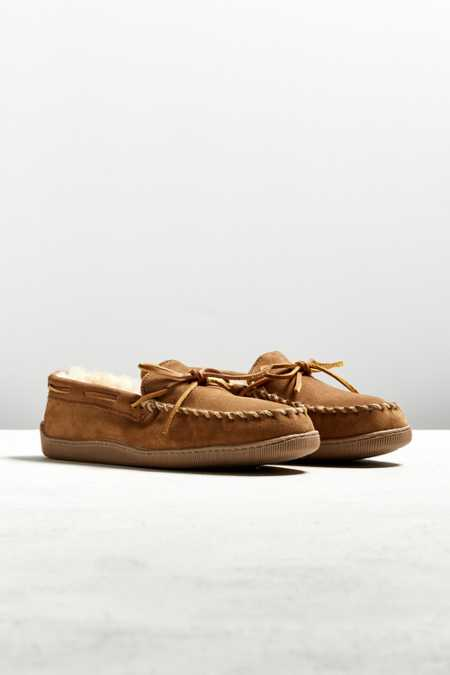 Minnetonka Sheepskin Hard Sole Moccasin Slipper