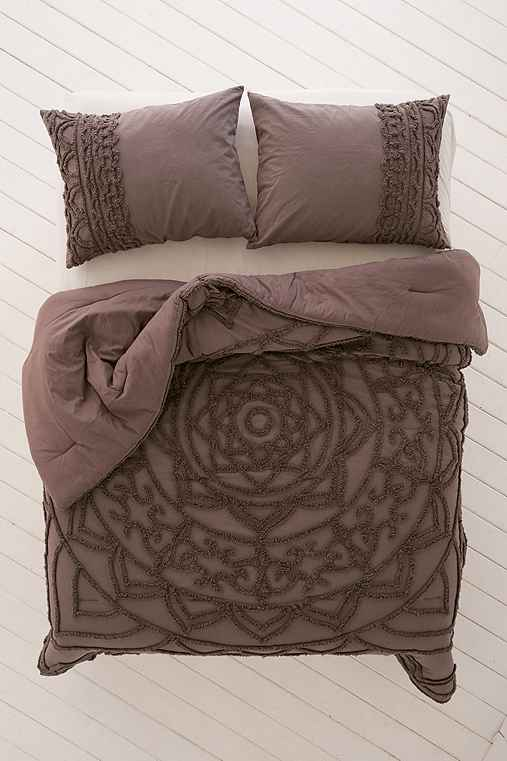 Chloe Tufted Medallion Comforter Urban Outfitters