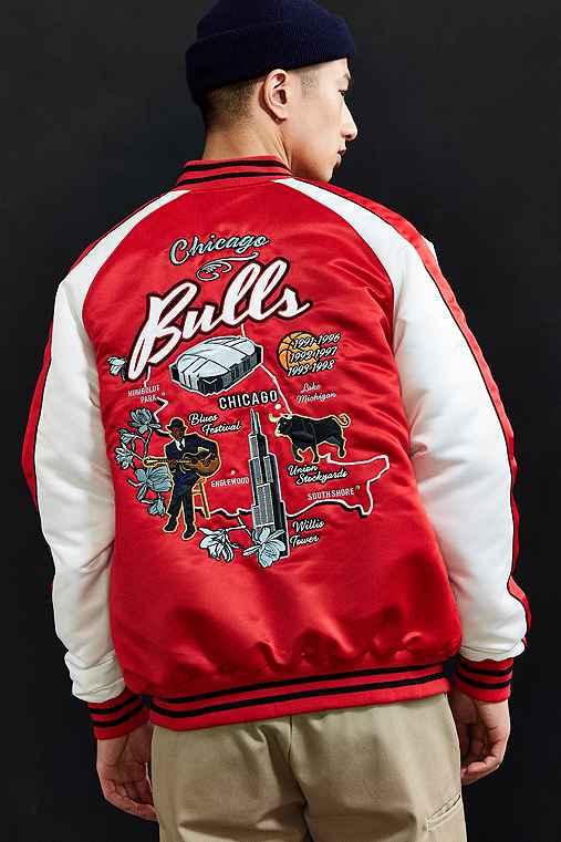 Starter X UO NBA Chicago Bulls Souvenir Jacket,RED,XL