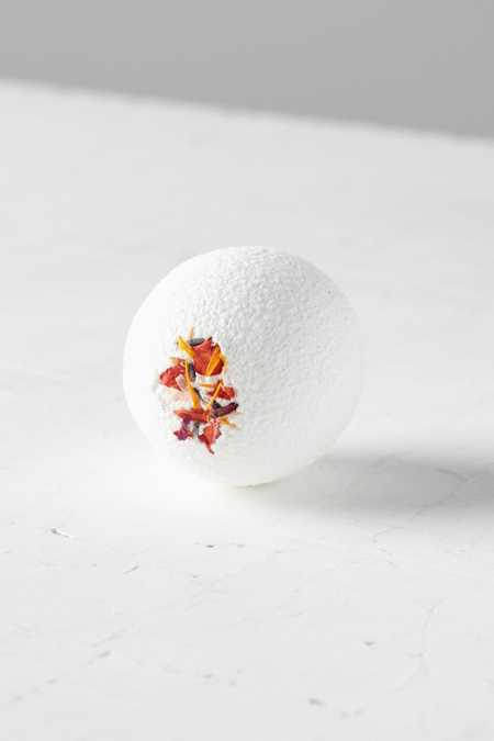 Fig + Moss Moisturizing Bath Bomb