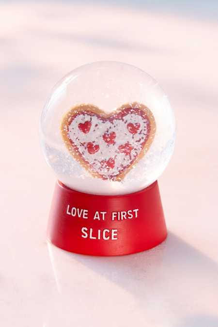 Love At First Slice Pizza Snow Globe