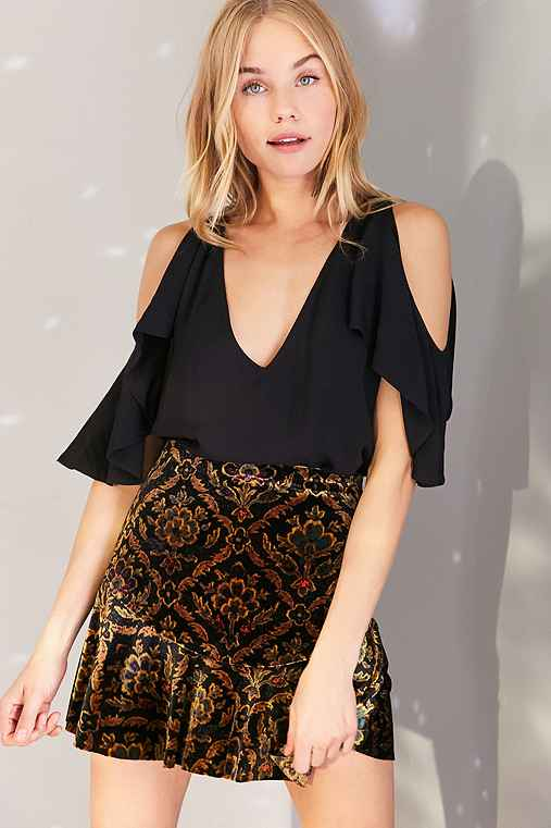 Silence + Noise Riley Cold Shoulder Cape-Sleeve Top,BLACK,XS
